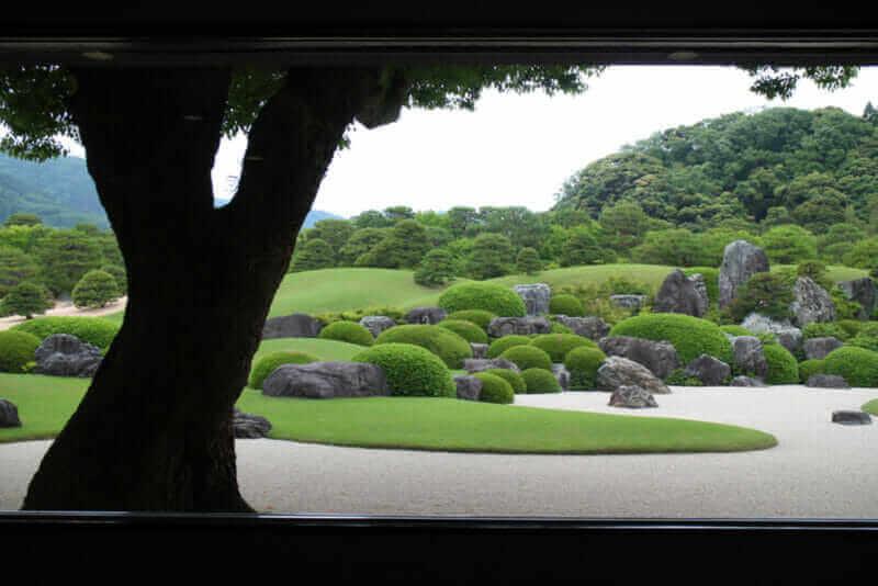 Japanese garden art at ADACHI MUSEUM OF ART = shutterstock