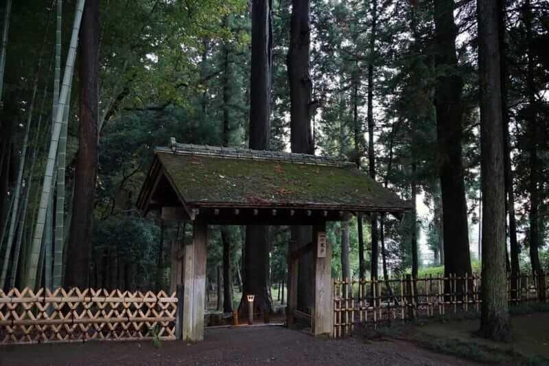 Kairakuen starts from this gate = AdobeStock