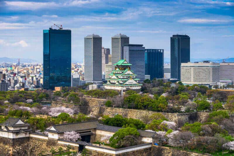 Osaka Castle in springtime = shutterstock
