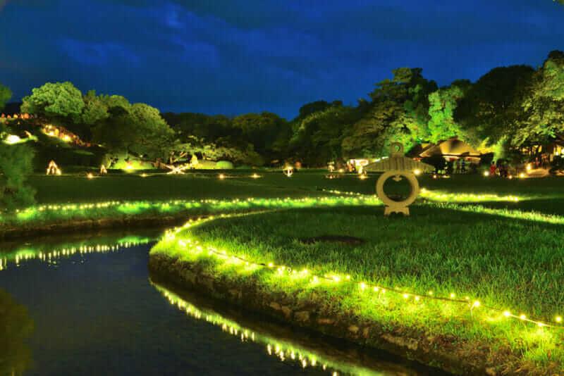 Korakuen in Okayama prefecture also suits the nigiht illumination = shutterstock