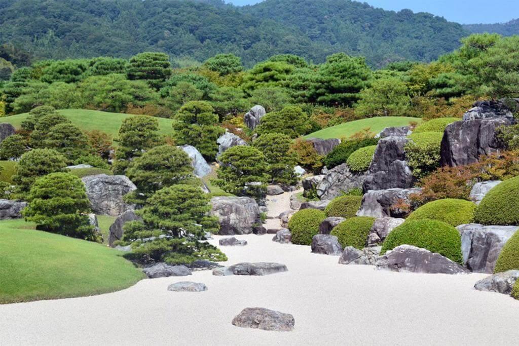अडाची संग्रहालयाची जपानी बाग = तकमेक्स / शटरस्टॉक