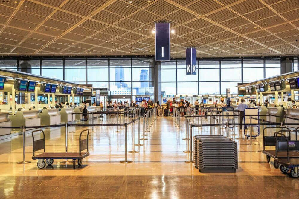 चिबा प्रान्तमा नरिता एयरपोर्ट, जापान = शटरस्टक