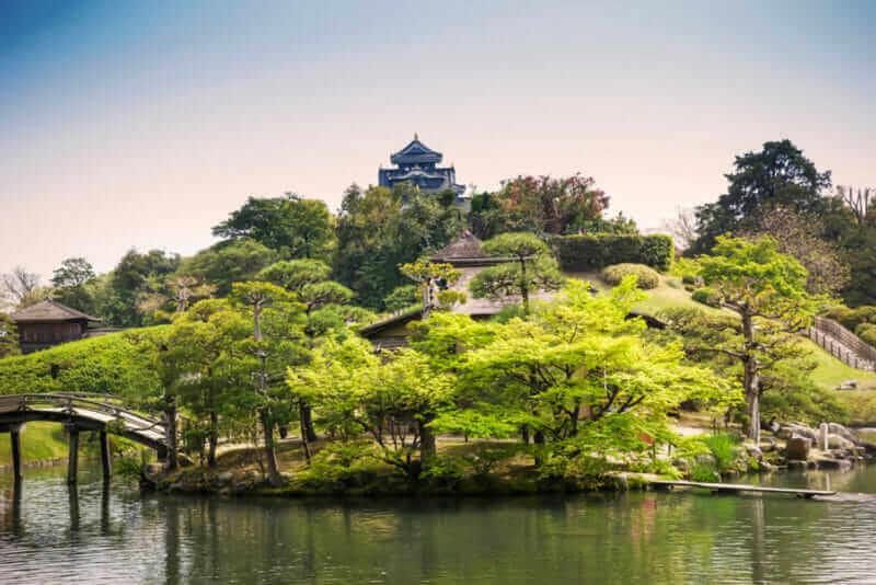 Korakuen ở thành phố Okayama là một khu vườn lịch sử = màn trập
