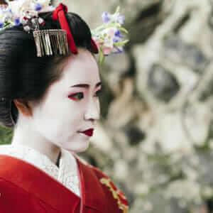 Portrait of a Maiko geisha in Gion Kyoto = shutterstock