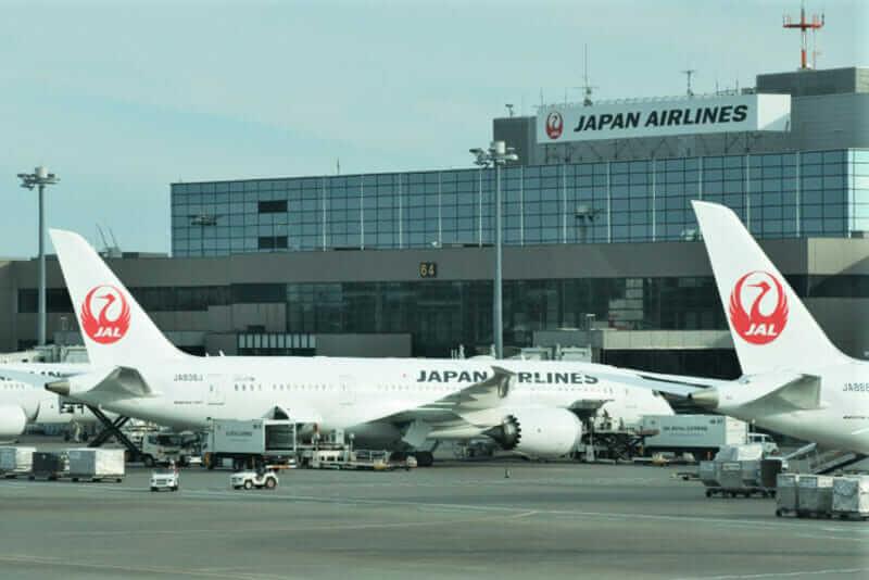 Narita airport. JAL Aircraft = shutterstock