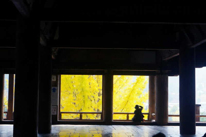జెంపాన్లోని మియాజిమా ద్వీపం, సెంజోకాకు ఆలయం లోపల = షట్టర్స్టాక్