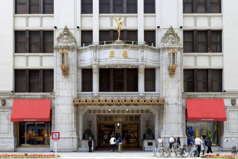 Универмаг Mitsukoshi в токийском районе Нихонбаши: Mitsukoshi, Ltd. - международная сеть универмагов со штаб-квартирой в Токио, Япония = shutterstock.