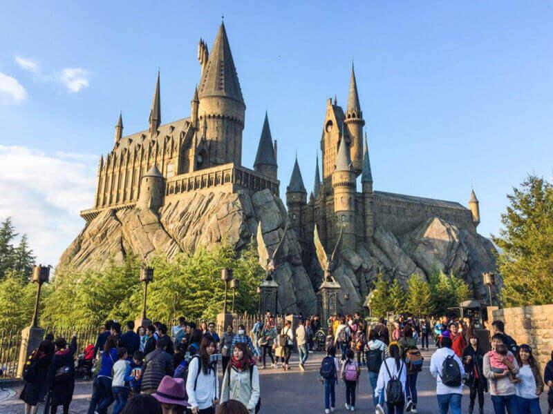 Vising the Hogwarts, Harry Potter zone, USJ = shutterstock