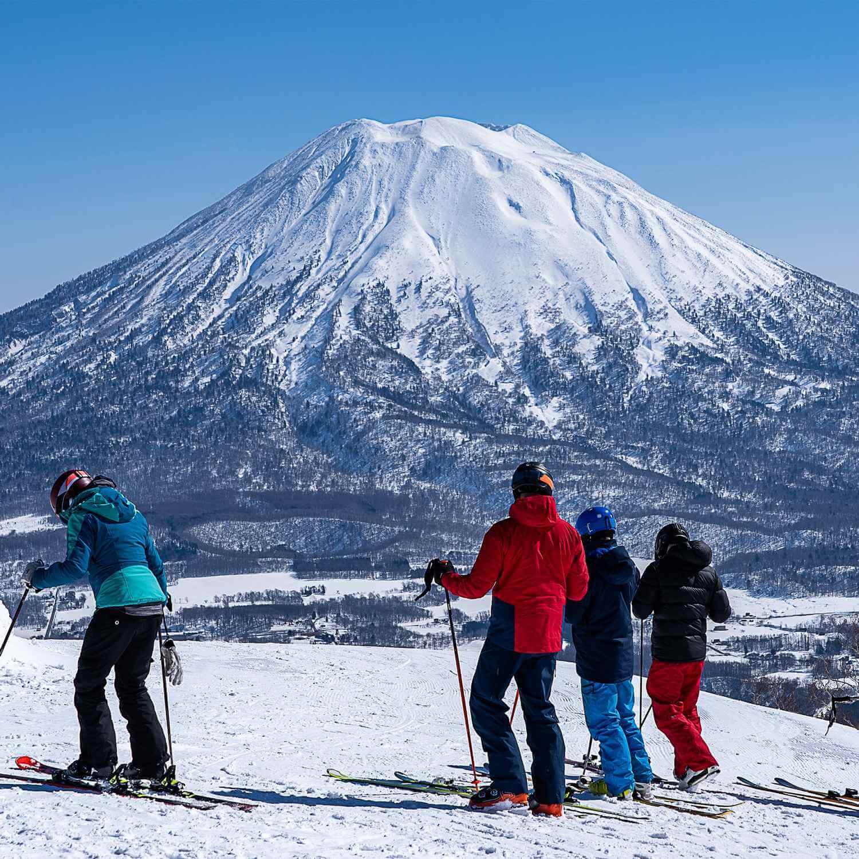 Winter at Niseko Ski Resort in Hokkaido = Shutterstock 1