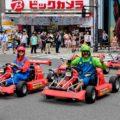 косплееры за рулем марио картса на улицах токио = Shutterstock