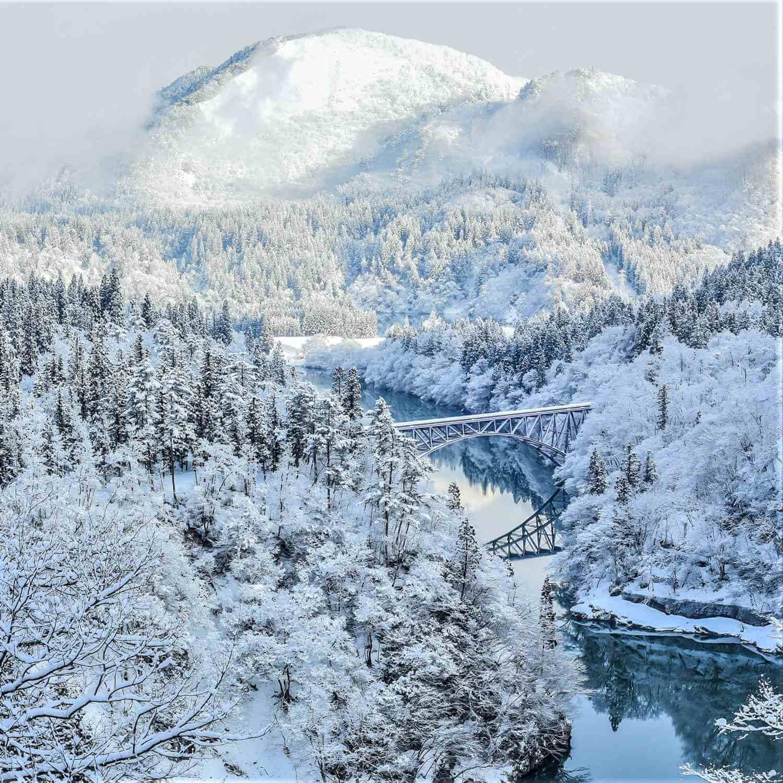 JR Tadami Line in Fukushima Prefecture = Shutterstock 10