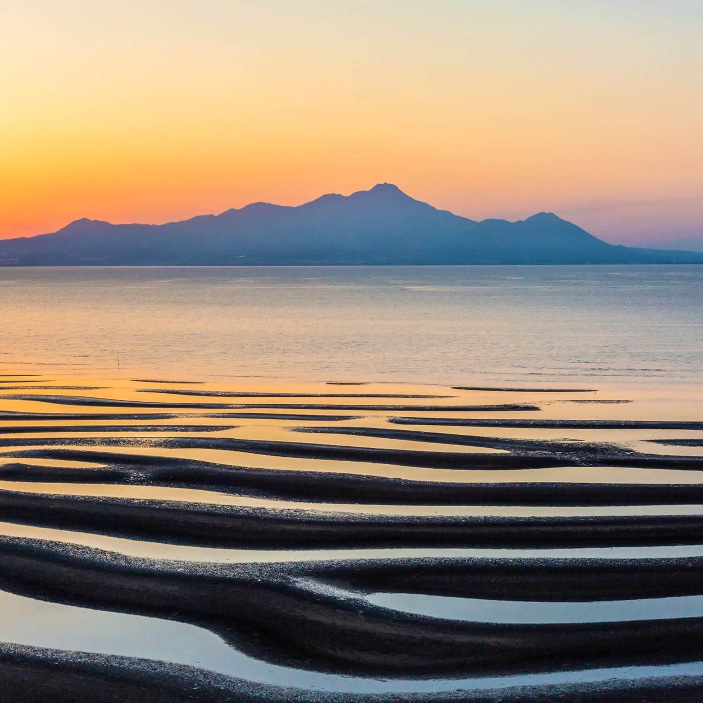 Okoshiki Coast in the Ariake Sea, Kyushu = Shutterstock 1