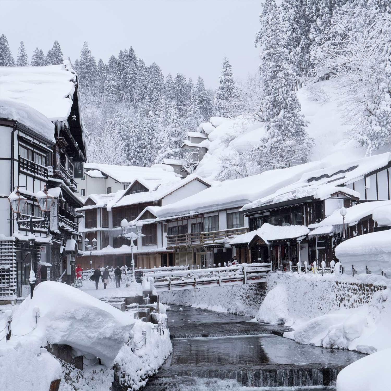 Ginzan Onsen, a retro hot spring town with a beautiful snow scene, Yamagata = AdobeStock 1
